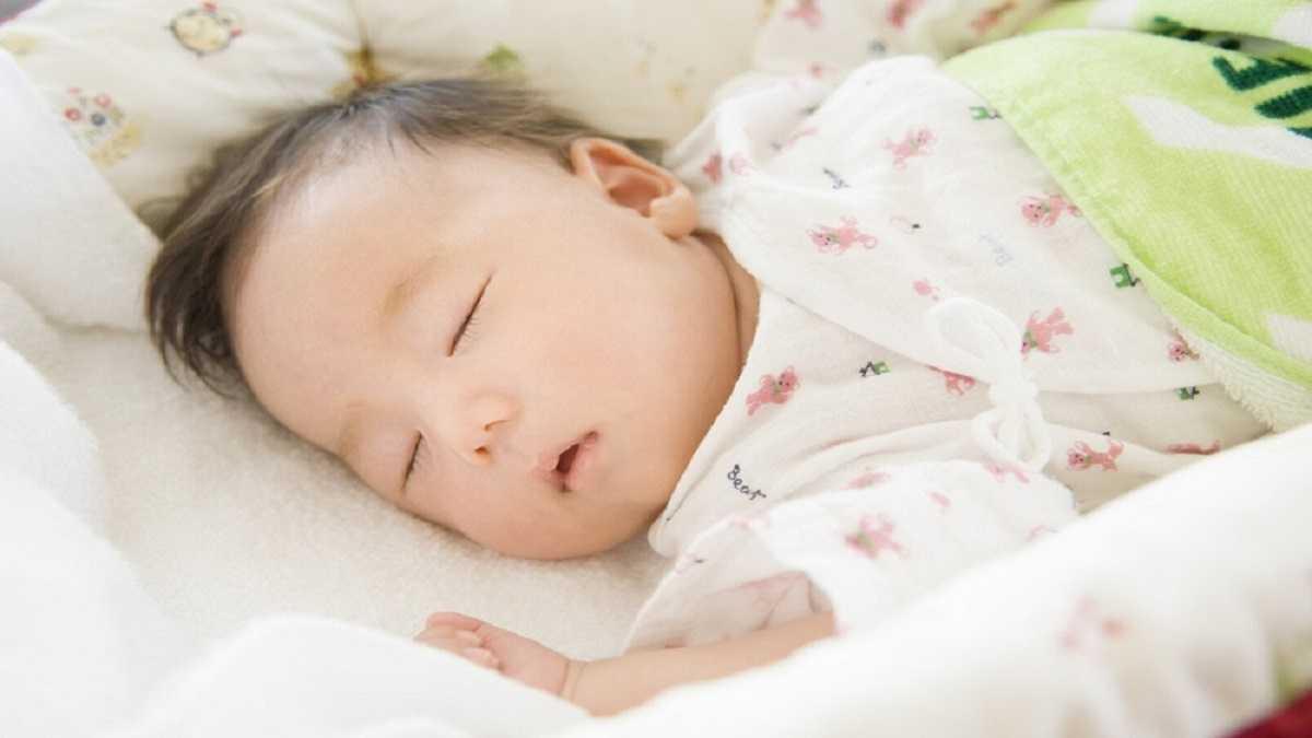 Trẻ sơ sinh 2 tháng tuổi và giấc ngủ hợp lý (1)