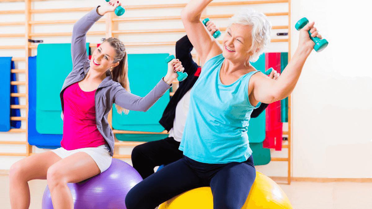10 động tác rèn luyện sức khỏe cho phụ nữ sau tuổi 50 (1)